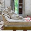 Турист повредил статую Кановы, чтобы сделать селфи