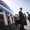 """В Италии грабители банка разбросали свой """"улов"""" по проезжей части"""