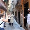 Молодого человека, справившему малую нужду в переулке исторического центра Генуи