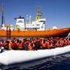 """""""Aquarius"""": итальянские военные корабли доставят мигрантов в Испанию"""