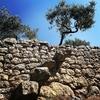 Древние каменные стены сухой кладки стали культурным наследием человечества