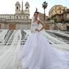Трехкилометровая фата невесты покрыла всю лестницу Испании в Риме