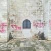 Итальянка написала признания в любви на фасаде собора Трани