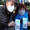 Covid, Бретон продемонстрировал европейский сертификат вакцинации