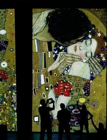 Klimt Experience: в Королевском дворце Казерты началась мультимедийная выставка,