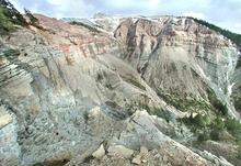 Прогулки среди следов динозавров и архаичных окаменелостей в ущелье Блеттербах