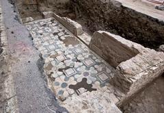 Очередная Римская загадка: у берегов Тибра найдены древние мозаики и остатки мра