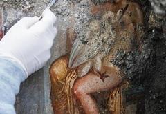 """Археологи обнаружили в Помпеях уникальную """"эротическую"""" фреску"""