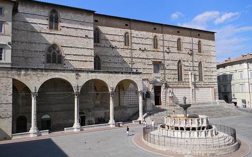 perugia-cattedrale-di-san-lorenzo-e-fontana-maggiore.jpg