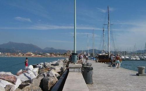 viareggio-harbour-wall.jpg