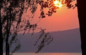 Озеро Браччиано на рассвете