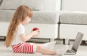 Когда лучше всего начинать учить ребенка второму языку?