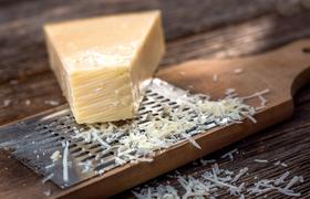 Как твердый сыр из Эмилии-Романьи превращается в настоящий пармезан?