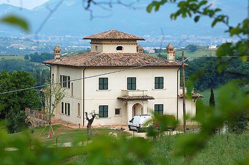 просто красивый дом с видом на Терни