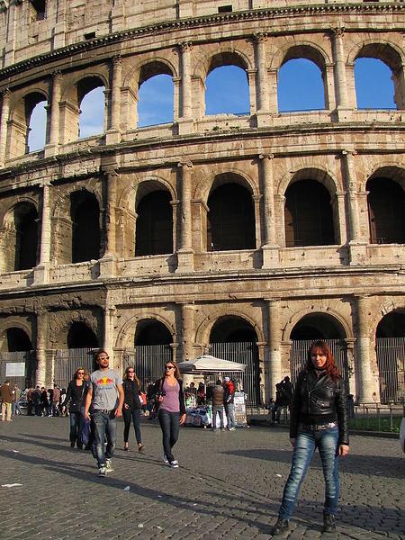 Возле Колизея