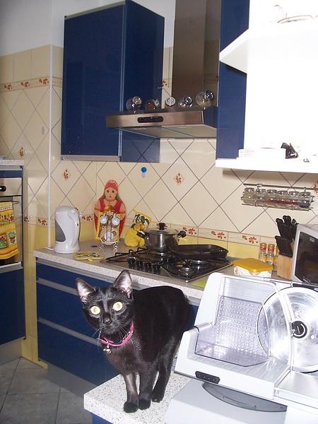 Покажем наши кухни