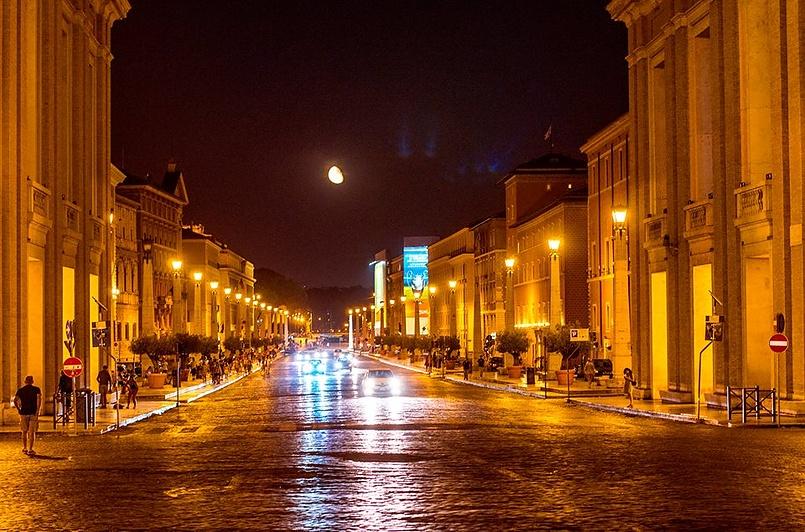 Луна над Римом.