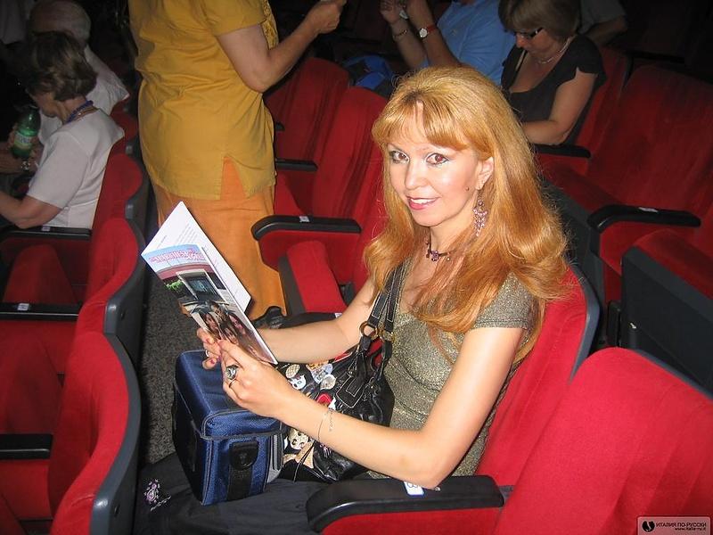 В театре