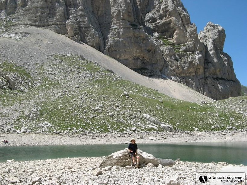 У горного озера Пилато.