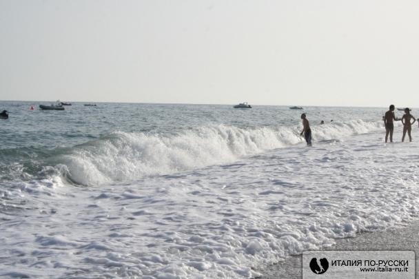 Море волнуется, раз....