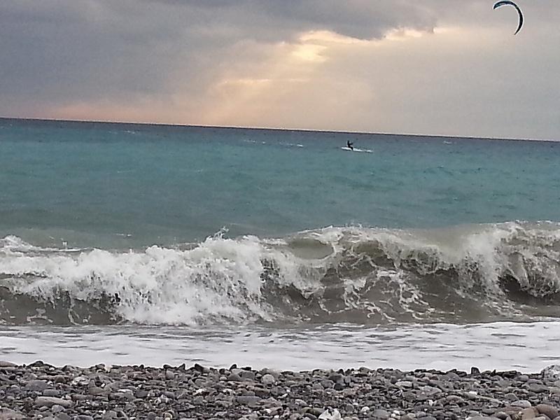 У побережья Генуи штормило. Италия