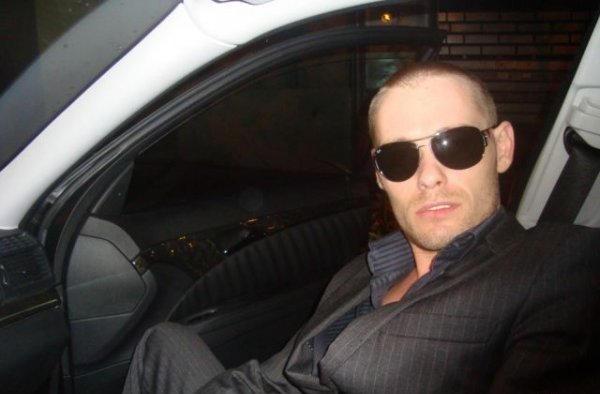 Денис  в машине .О!