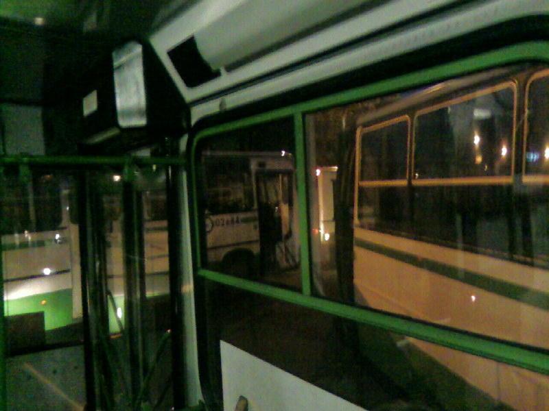 Все автобусы в ряд неподвижно стоят 40 минут!
