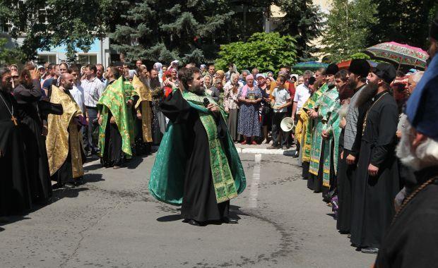 Молдавские православные активисты протестуют против биометрических паспортов...