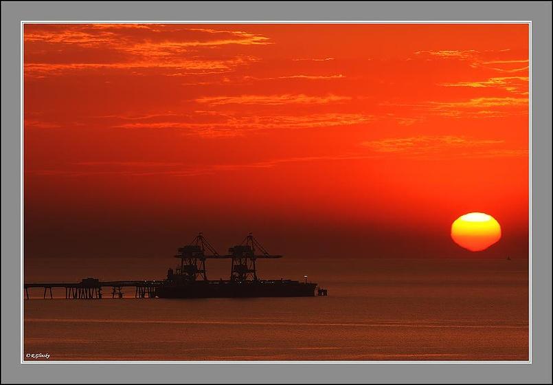 Закат на Средиземном море.
