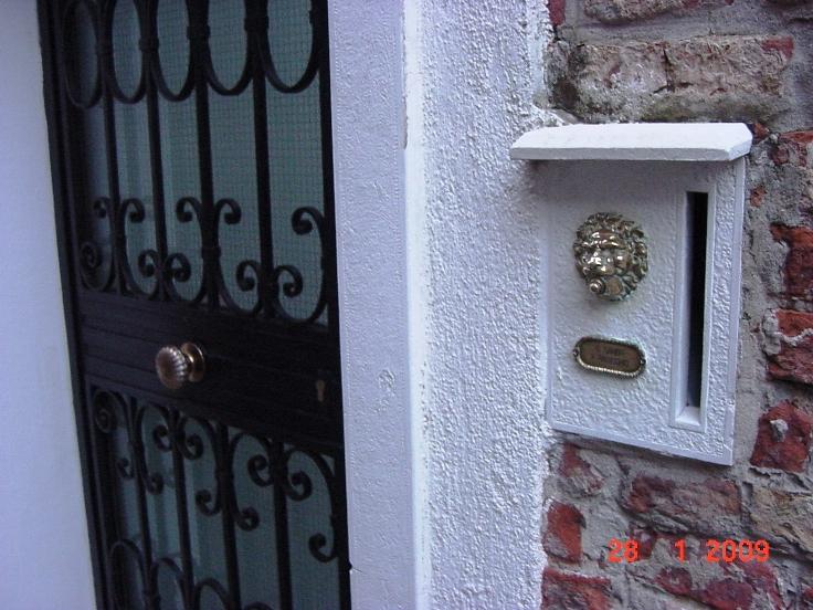 Звонок и почтовый ящик (Венеция)