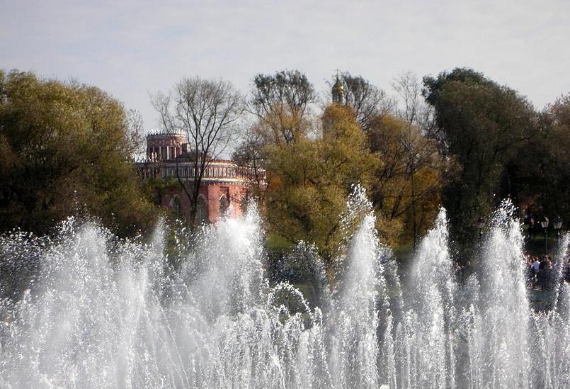 Сквозь струи фонтана