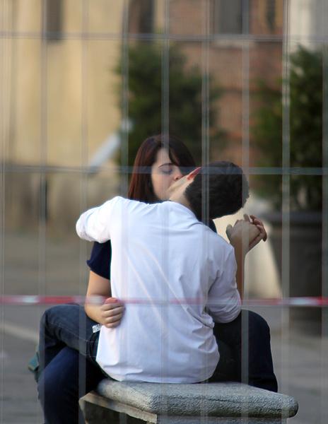 Спрячь за высоким забором девчонку, выкраду вместе с забором!