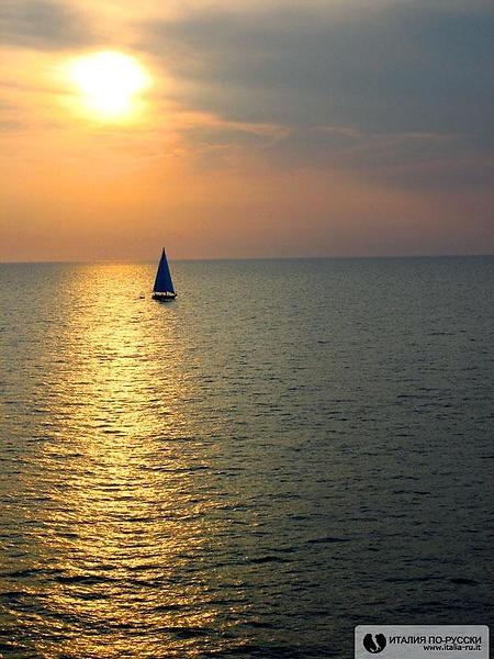 Вроде Корсика... А может и Сардиния :)