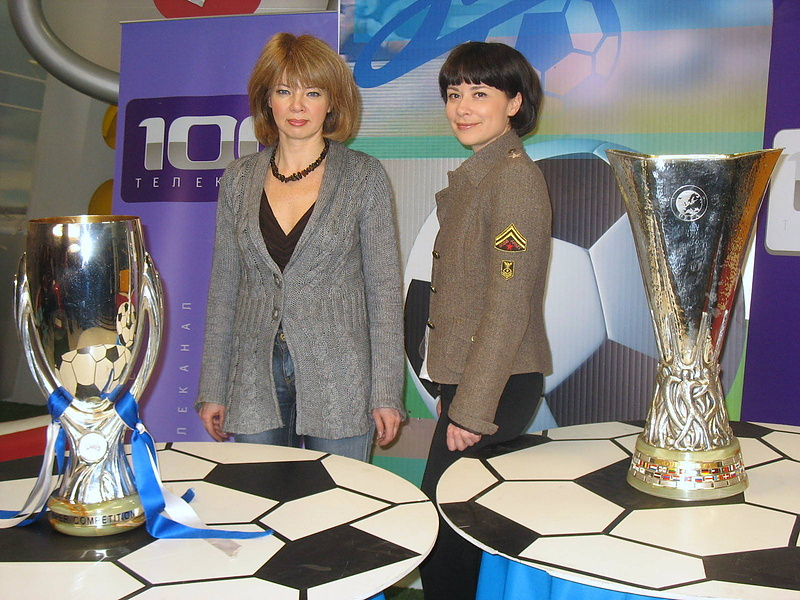 Кубок УЕФА и Суперкубок УЕФА... и  я  с ними ( а также моя начальница)