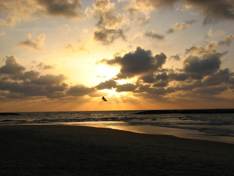 А такой закат в Тель Авиве