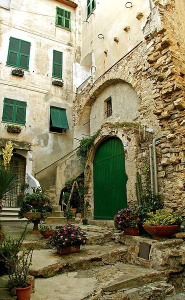 Дворик в Diano Castello