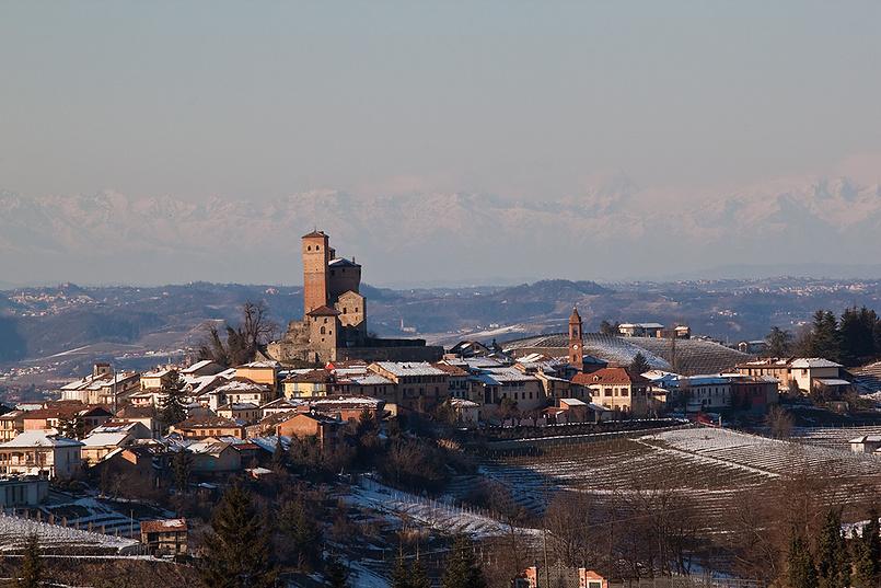 Замок Serralunga d'Alba