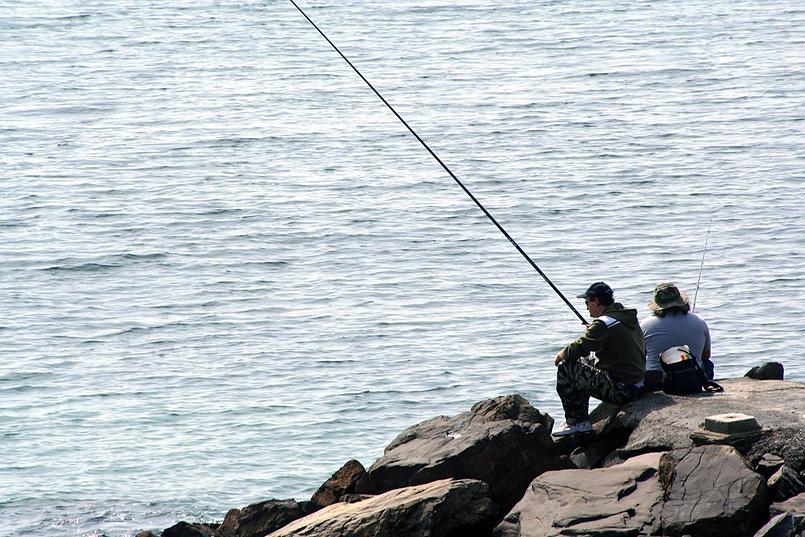 Ловись рыбка большая и маленькая (рыбаки в Диана Марина)