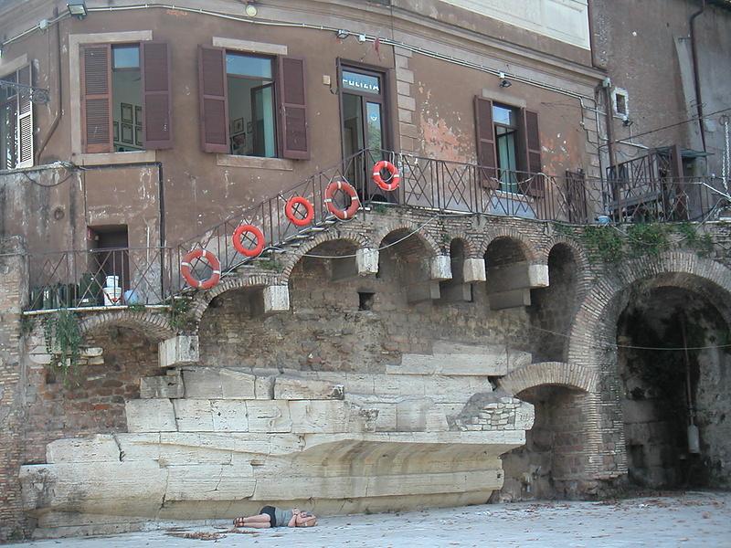Рим. Изола Тиберина.Сиеста.
