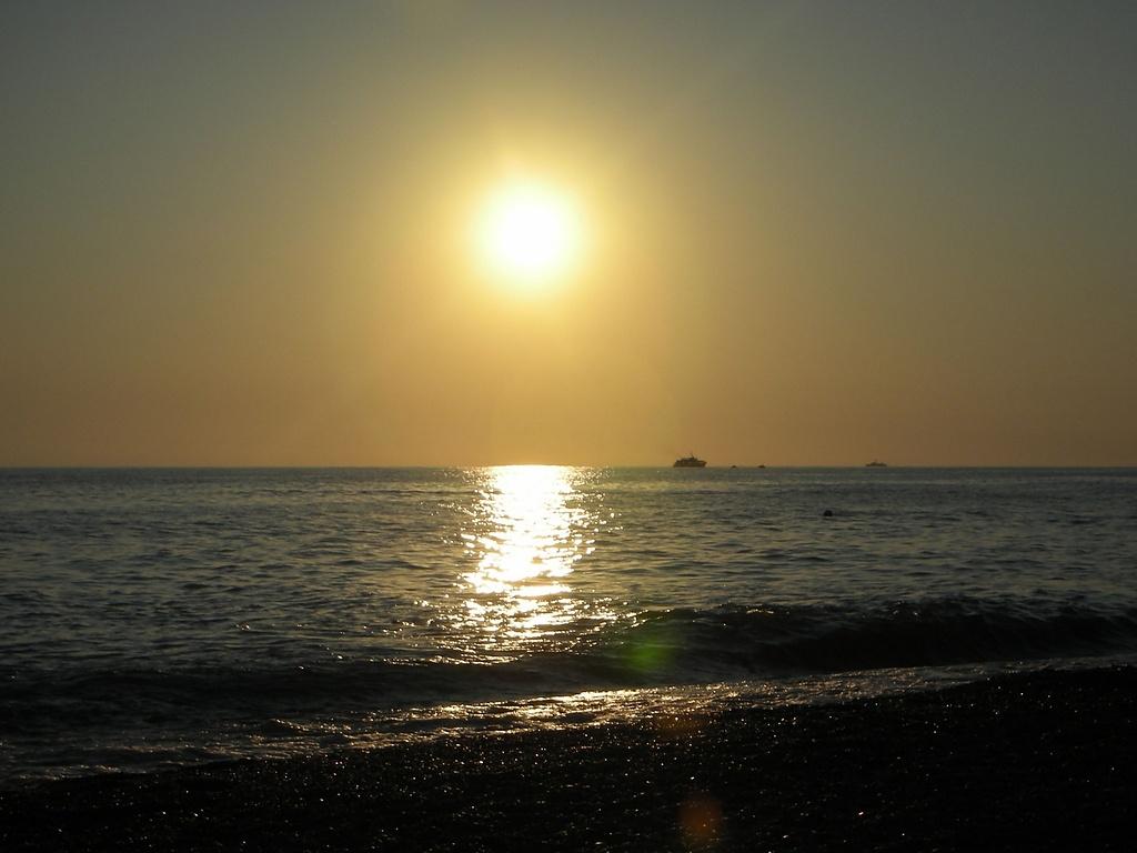 Re солнечная дорожка черное море