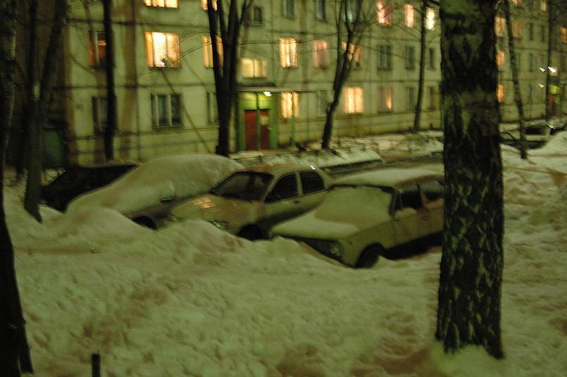 зима возле дома