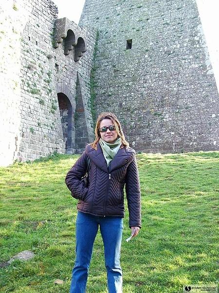 Возле замка...одного из многих в Тоскане