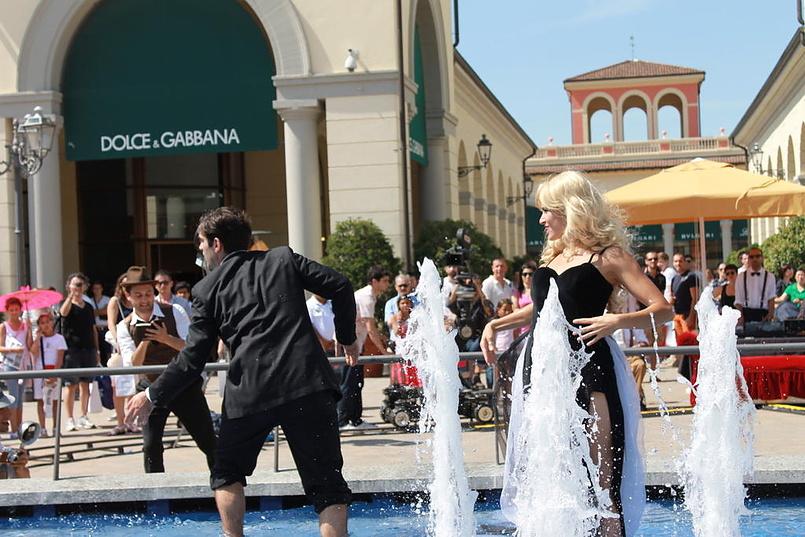 Танец в фонтане