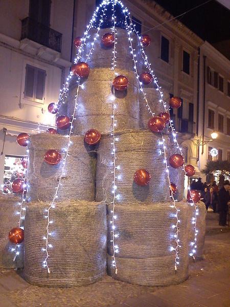 Рождественская елка из сена...в Альгеро или в Alguer (на каталонском диалекте)