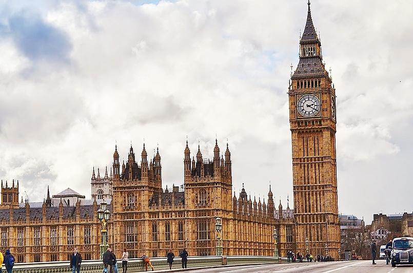 Часовая башня Вестминстерского дворца в Лондоне.