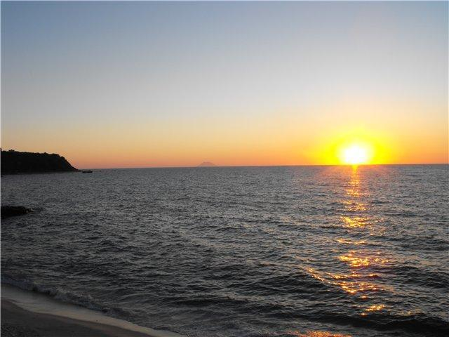 Море, солнце и Стромболи.