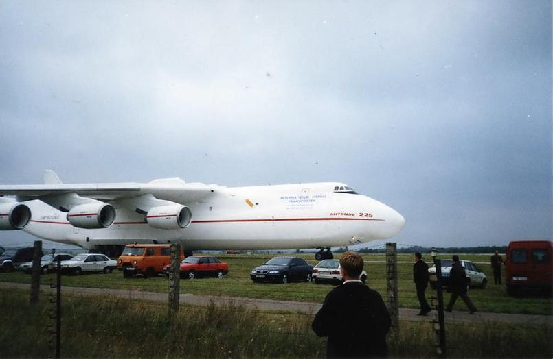 Фотографии самолетов с выставки в Киеве. 2002 год.