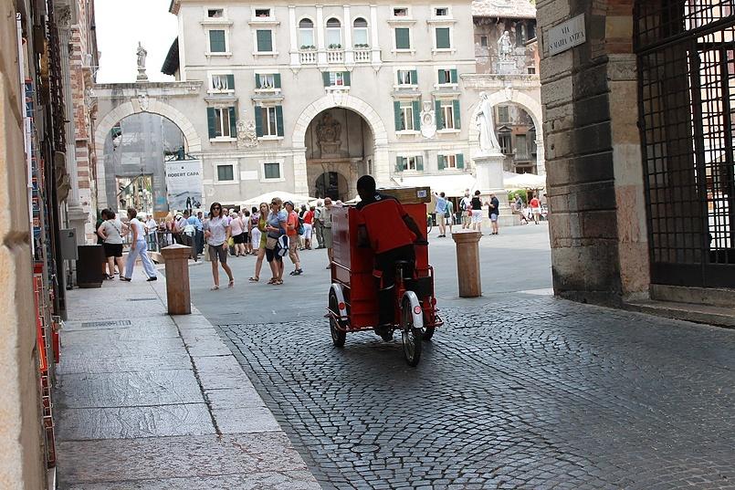 Веронский рикша-курьер