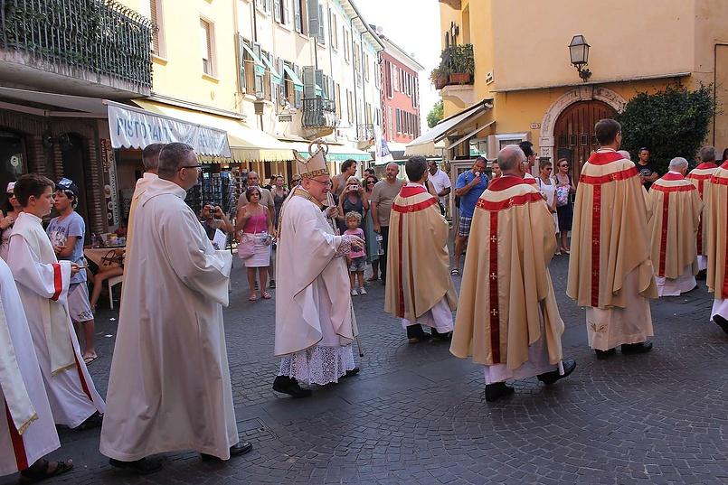 Музыкальная церковная процессия