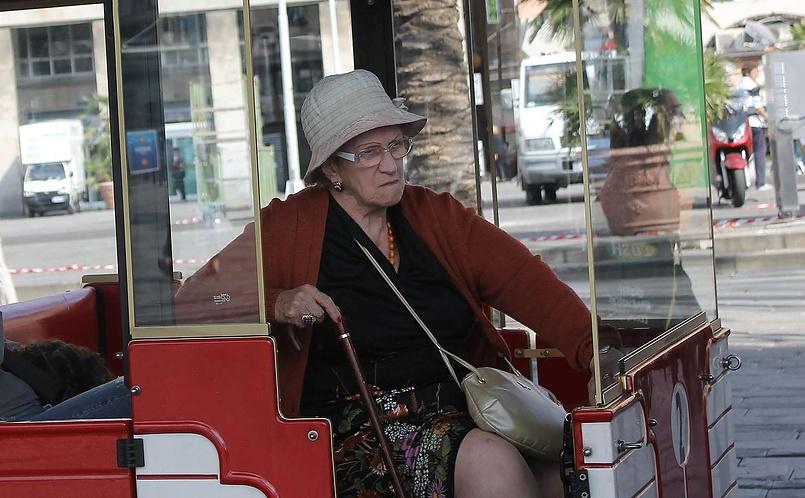 Бабушка в вагончике